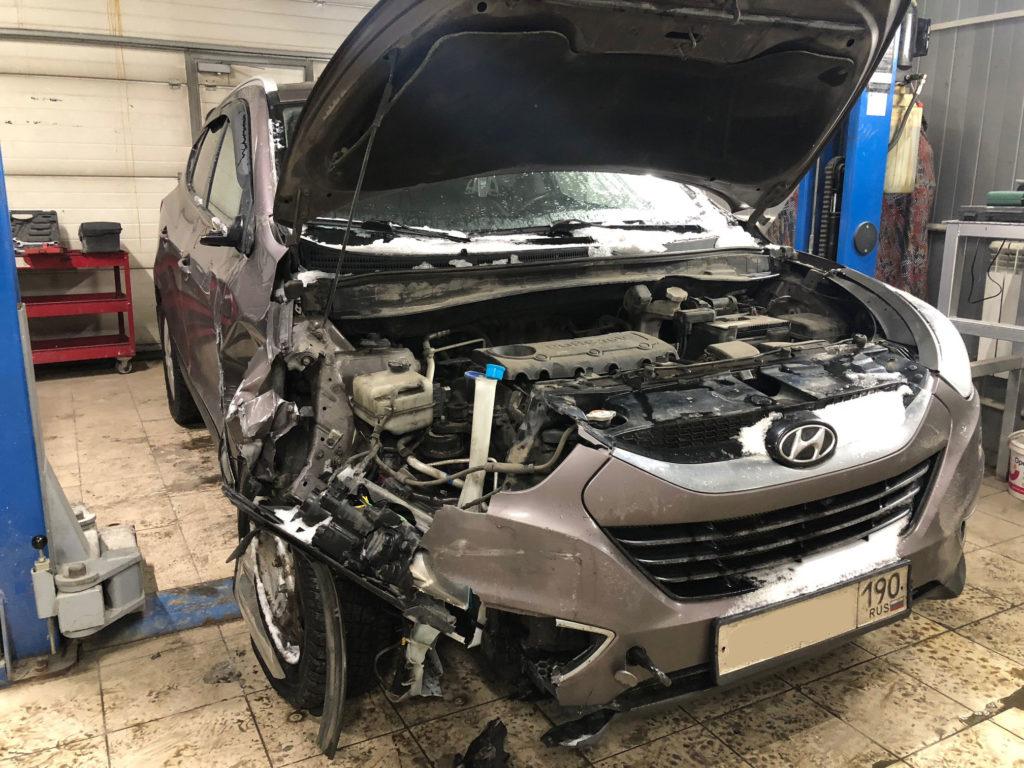 Hyundai ix35 на осмотре повреждений