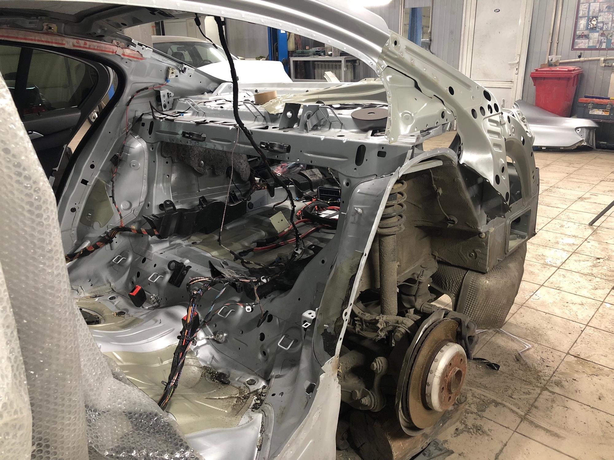 Ремонт задней части BMW 5 Series на стапеле