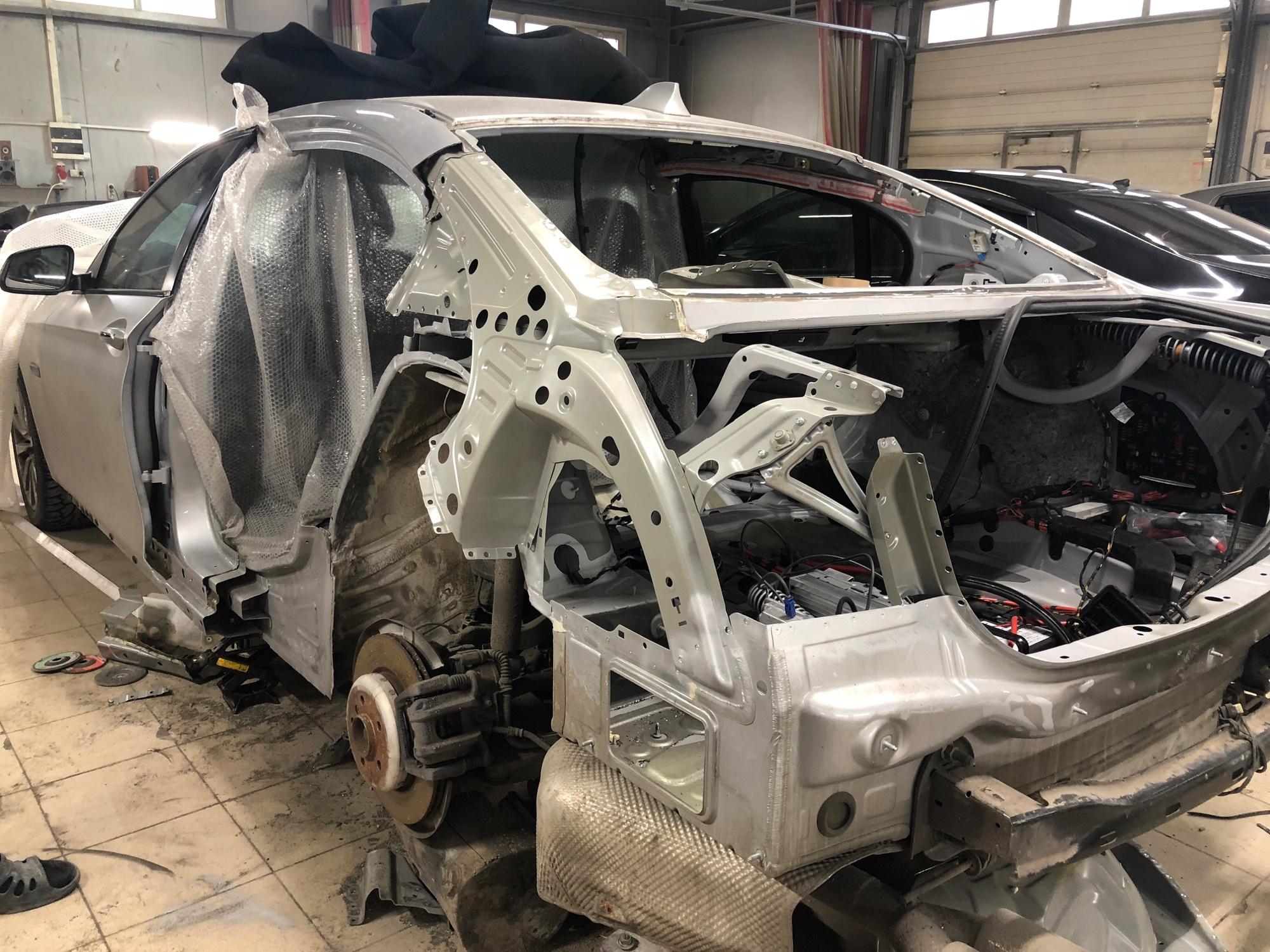 BMW 5 Series. Ремонт задней части на стапеле