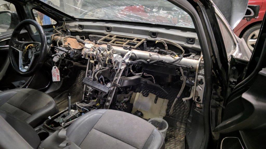 Оценка повреждений и разборка салона Opel Astra J