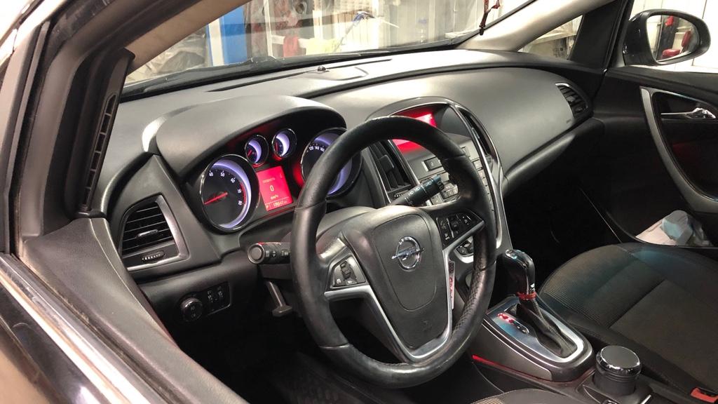 Салон Opel Astra J после ремонта